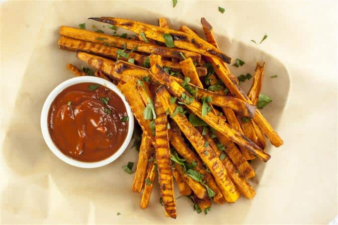 Crispy baked sweet potato fries from the oven - paleo and gluten free